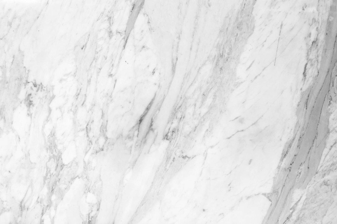 Como se tornar um marmorista? Vale a pena? (Foto de Henry & Co. no Pexels)