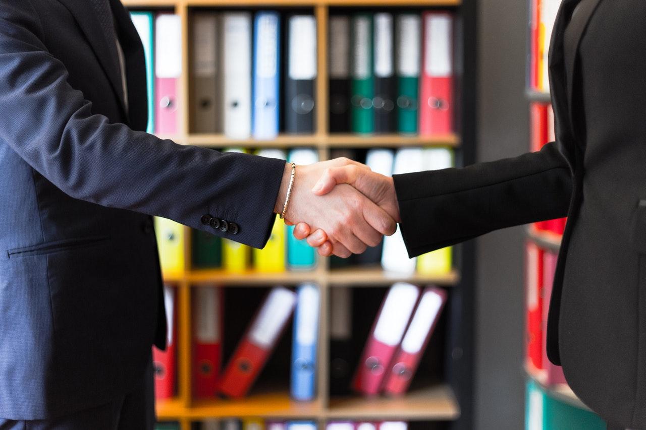 5 coisas deliberadas a fazer para melhorar suas negociações (Foto de Oleg Magni no Pexels)