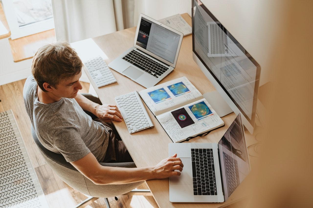 3 melhores aplicativos para trabalhar em casa (Foto de olia danilevich no Pexels)