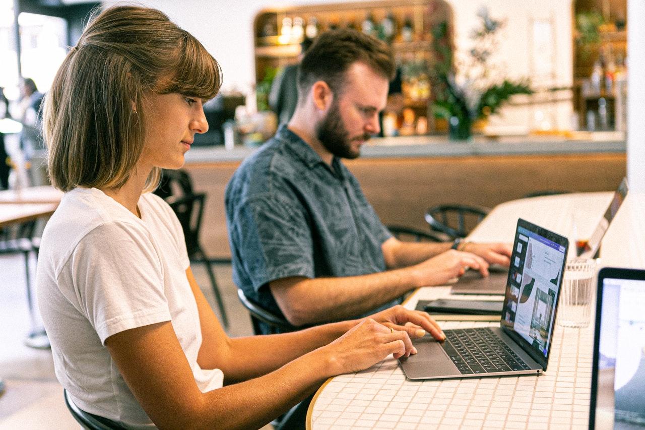 4 habilidades que você precisa para construir uma carreira de design da Web em 2021 (Foto de Canva Studio no Pexels)