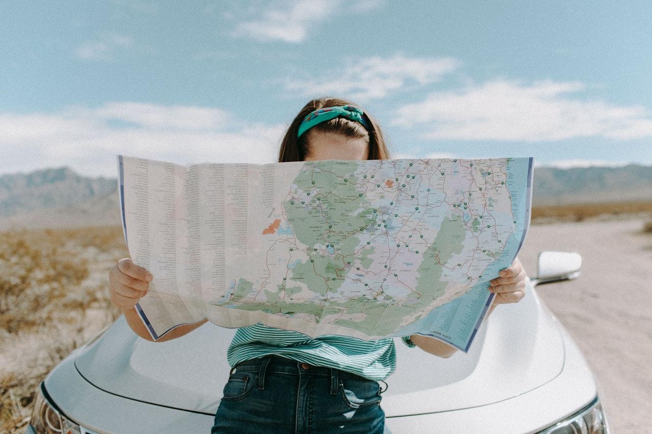Veja Como Ganhar Dinheiro Viajando (Foto de Leah Kelley no Pexels)